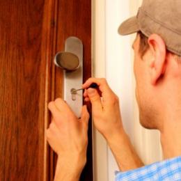 10 Crucial Points to Consider Before Hiring a Locksmith For Lock Repair